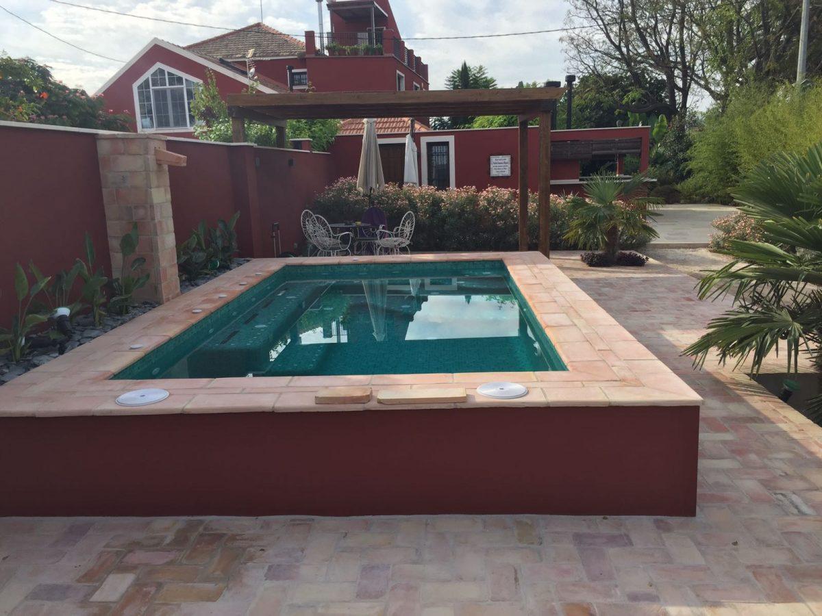 Más vistas piscina construida
