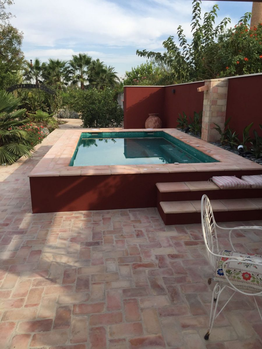 Vista lateral piscina de obra Murcia