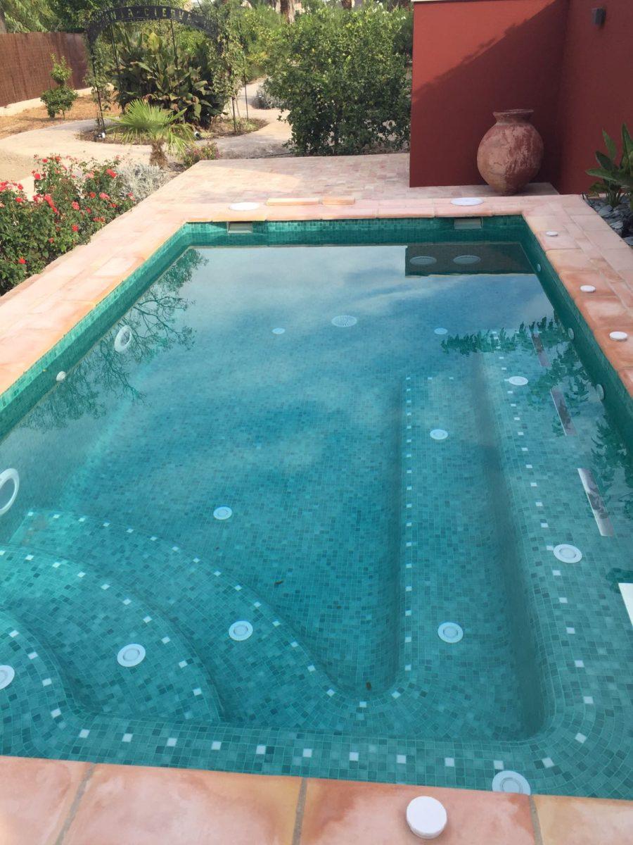 vista-detalle-piscina-roja
